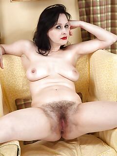 nude hairy girls photos