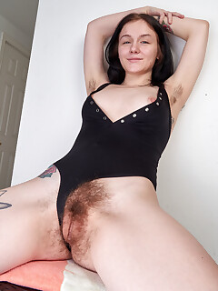 hairy pussy girls photos